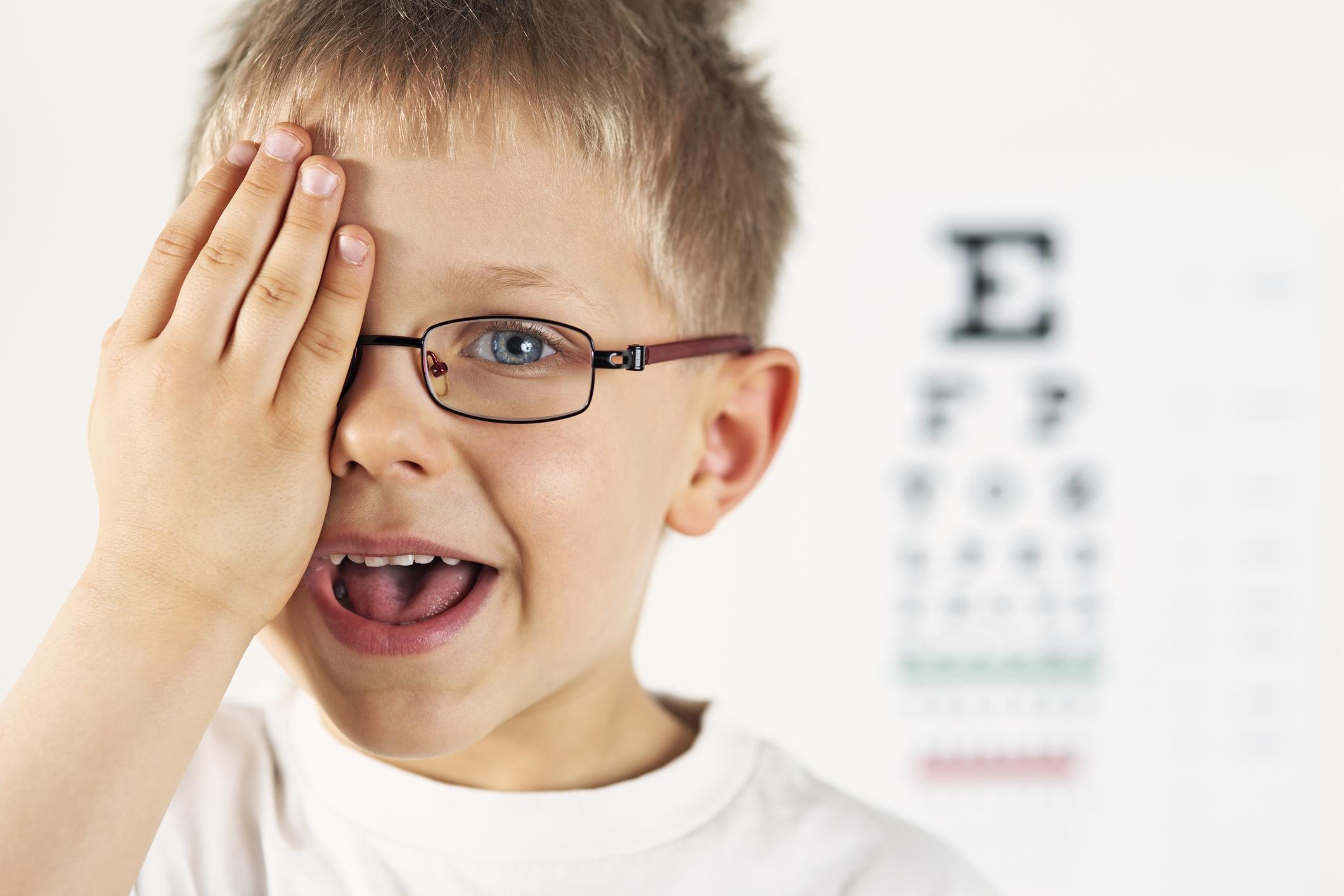 Jak rozpoznać i leczyć leniwe oko u dzieci